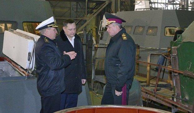 Муженко ознакомился со строительством бронированных артиллерийских катеров (фото)