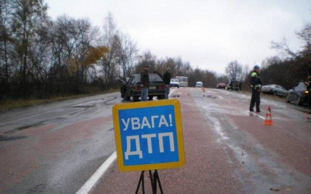 Відкинуло на кілька метрів: кривава аварія поставила на вуха Київ