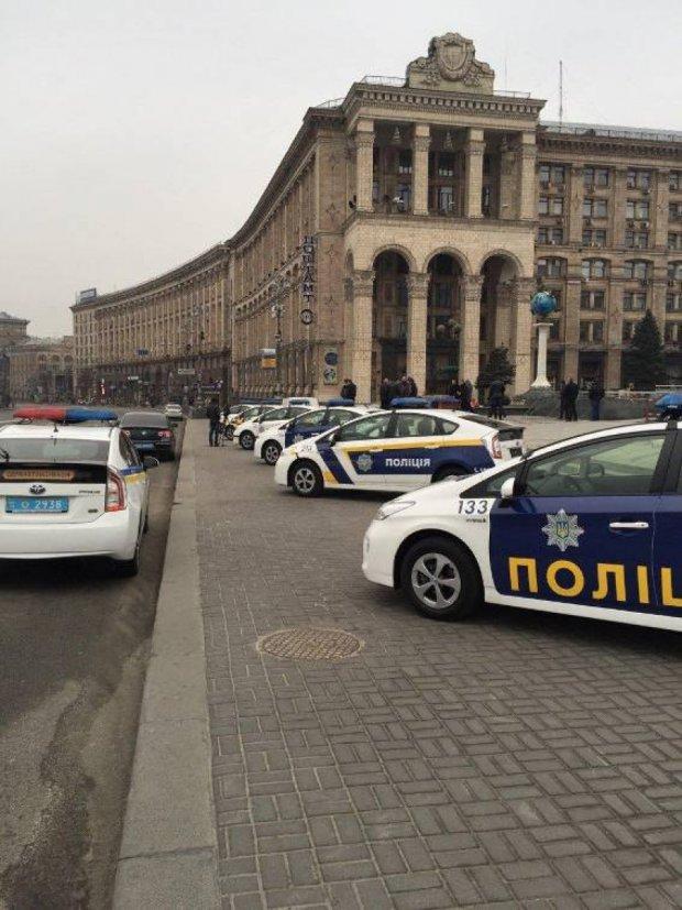 На Майдані почалося голосування за новий дизайн патрульних авто