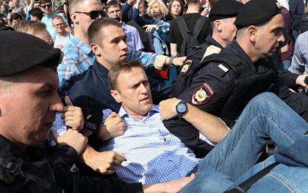 Навального кинули за ґрати: що загрожує головному ворогу Путіна