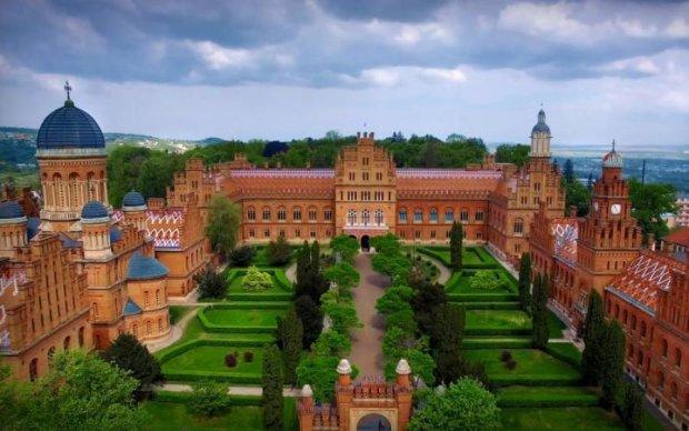 Чим ми гірші: український Версаль показали з висоти пташиного польоту