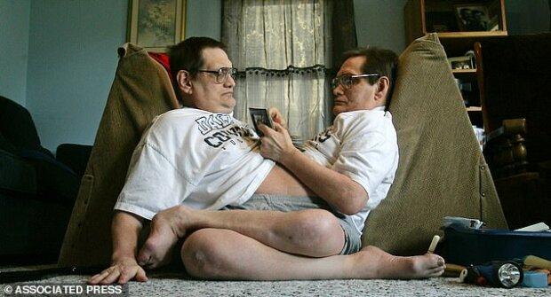 близнюки Ронні і Донні Гейлони, Mail Online