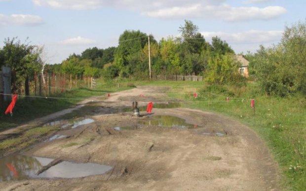 Разрывы снарядов, брошенные старики, разрушенные дома: репортаж из окрестностей Калиновки