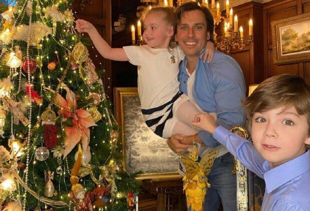 Максим Галкин с детьми Лизой и Гарри, фото: Instagram