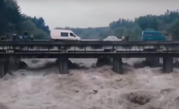 На Львівщину суне грозовий фронт з Прикарпаття – повені не уникнути, річки вийдуть з берегів