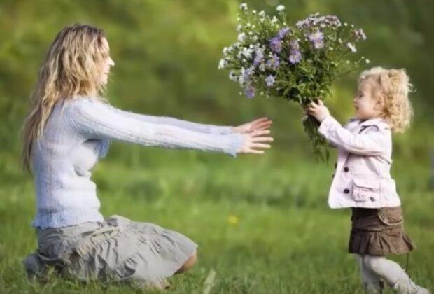 С Днем матери: трогательные стихи, YouTube