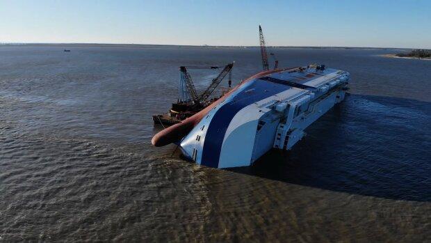 Потонув корабель з 4000 новими авто