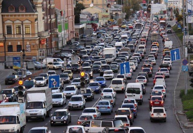 Київ потоне в заторах через перекриття доріг: коли і як об'їхати