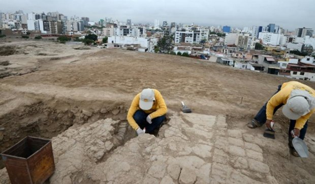 Археологи раскопали доинкские захоронения в столице Перу