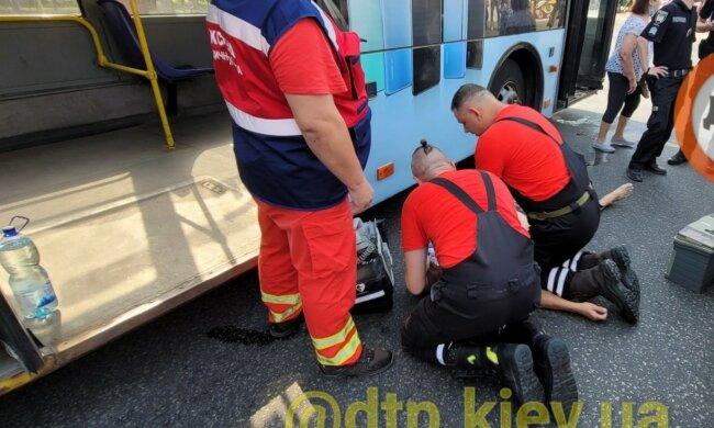 У Києві через спеку помер водій тролейбуса: стало погано за кермом
