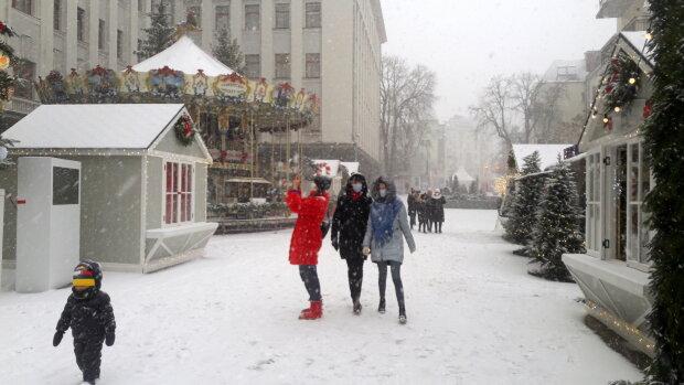 Офіс президента, новорічне містечко - фото Знай.ua