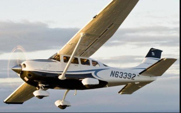 В Канаде самолет упал в озеро, есть погибшие