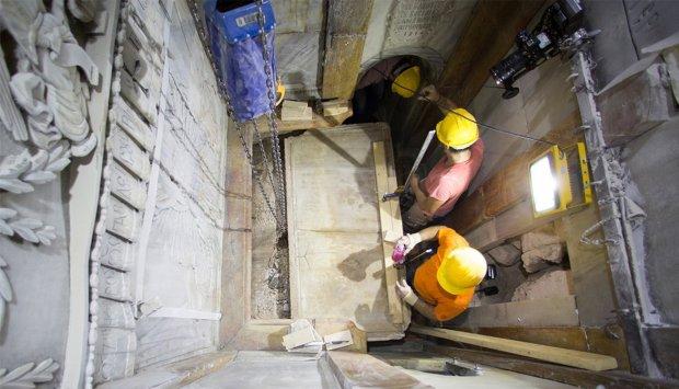 Археологи наткнулись на древнейшую усыпальницу, хранящую тайны четырех монахов