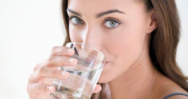 Медики розповіли, як поліпшити жіноче здоров'я за допомогою звичайної води