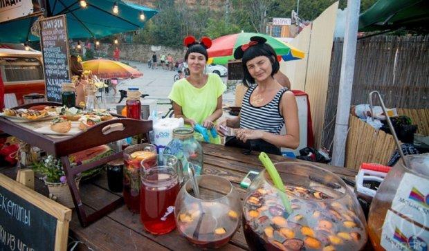 "На фестивале ""Соседи"" в Одессе угощают шашлыком (фото)"