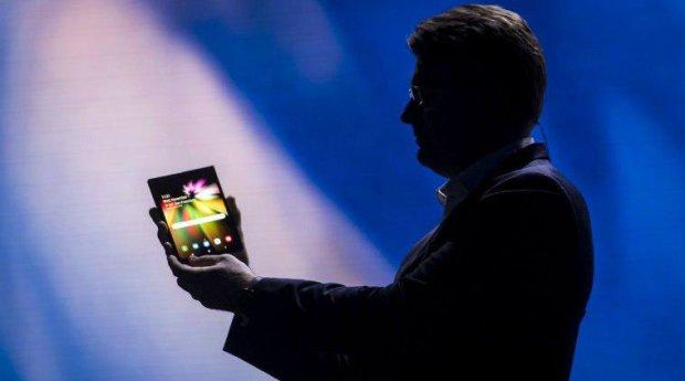 Дороже iPhone: в сети появилась стоимость Samsung Galaxy F