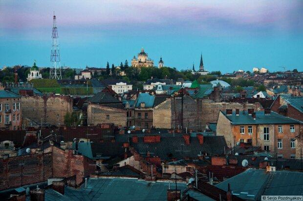 """Львов снова обесточат: список """"счастливых"""" адресов"""