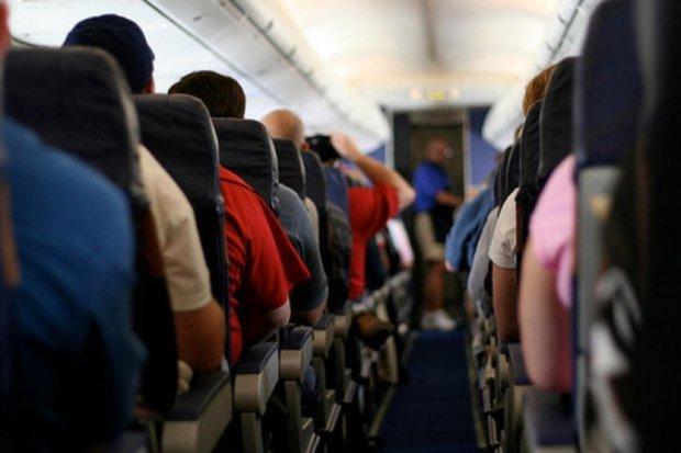 Чоловіка оштрафували за неадекватну поведінку в літаку на 21 тисячу доларів. Розійшовся настільки, що пілотові довелося повернутися в аеропорт