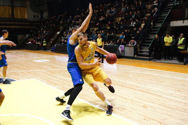 Одесо, зустрічай героя з м'ячем: баскетболіст Євген Балабан взяв срібло на чемпіонаті світу, потужні кадри тріумфу