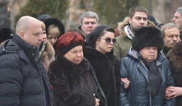 Наташа Корольова на похоронах бабусі