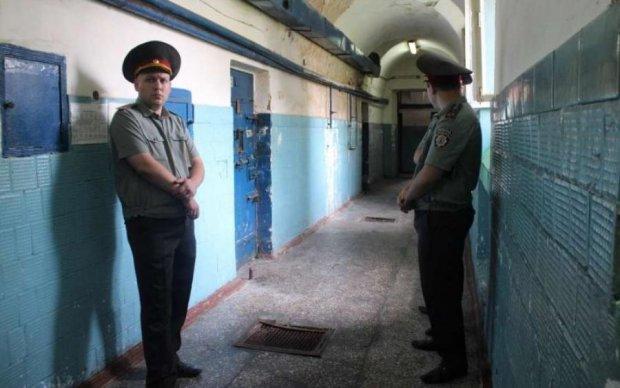 Жахіття кримської в'язниці: начальник ізолятора знущався з українця