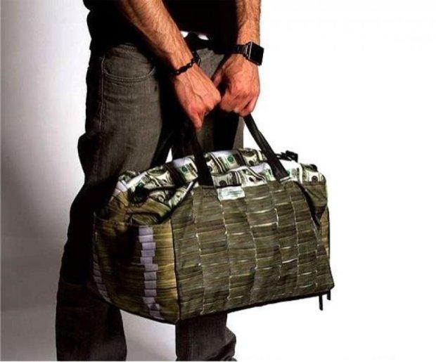 У киевлянина украли 2 миллиона долларов рядом с банком