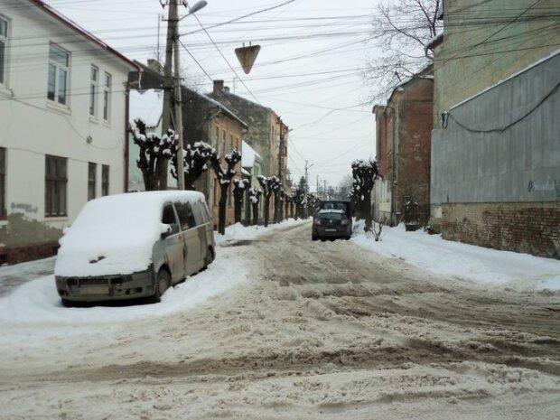 Захаращені дороги довели чернівчан до сказу, сніг - усюди: натуральний Гулаг