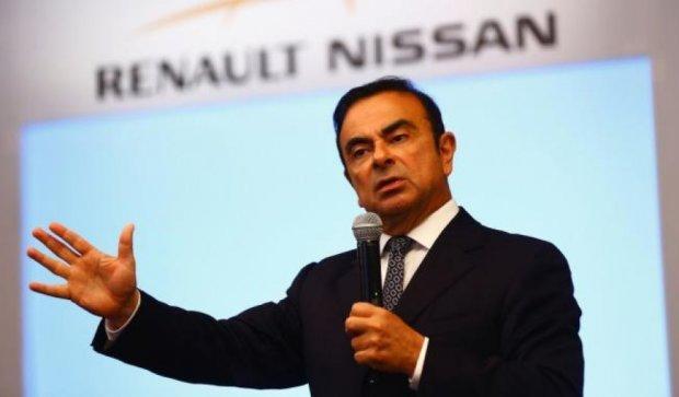 Nissan приостановил свою работу в России