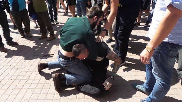 В Одессе националисты забили ногами окровавленного парня, угрожали убить: видео не для нервных