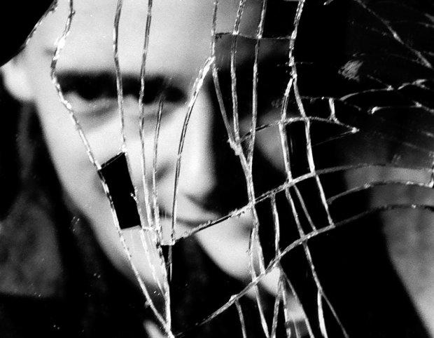Незвичайна фобія змусила чоловіка відмовитися від дзеркал: я не бачу своїх фізичних рис