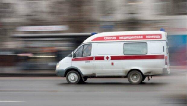 До больницы не довезли: в Харькове трактор превратил скорую в консервную банку