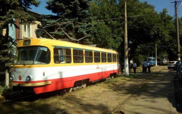 Майже за Булгаковим: під колесами трамваю загинув чоловік