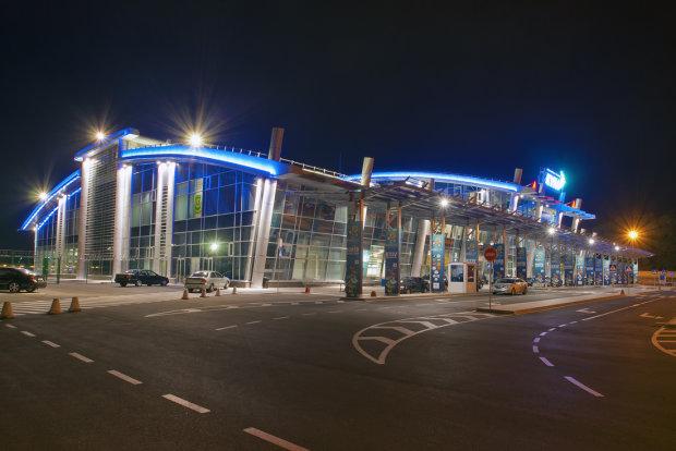 У Києві замінували аеропорт: пасажирів екстрено евакуюють