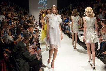 Знай наших  українські дизайнери підкорили столицю моди незвичайними ... 85ce9cb7a8569