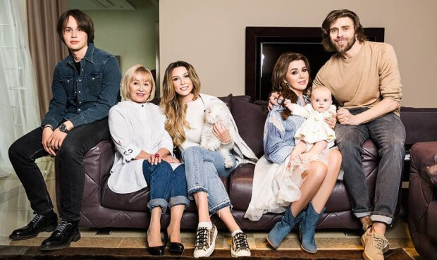 Анастасія Заворотнюк з сім'єю, фото: Instagram