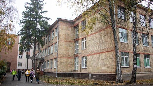 """Маленькая киевлянка выпрыгнула из окна, школьные будни превратились в ад: """"Дразнили обезьяной"""""""