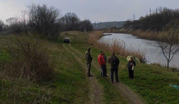 Під Дніпром діти ризикують життям заради небезпечної гри - висота страшна, рятувальники безсилі
