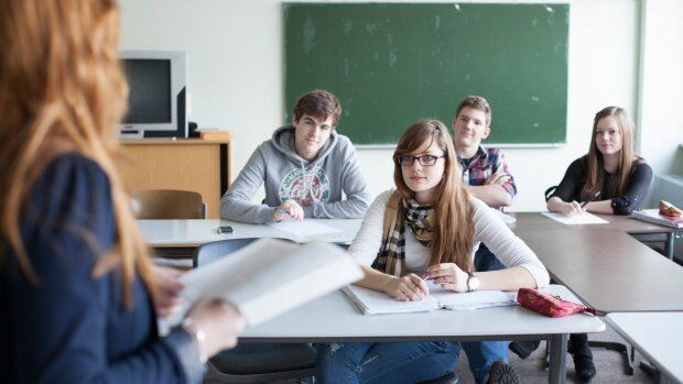 Старшокласників наставлять на вірний шлях: в українських школах з'явиться незвичайна посада