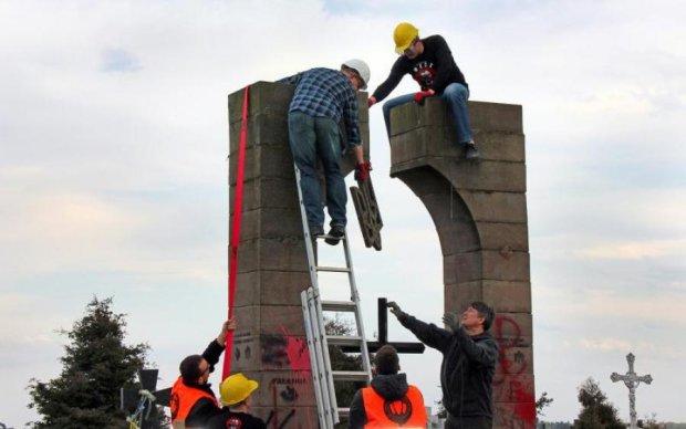 Ненависть к украинцам: дикий памятник в Польше вызвал бурю эмоций