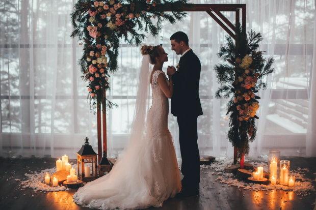 Дикий конфуз с ягодицами невесты заставил сеть надолго задуматься: очень странное фото