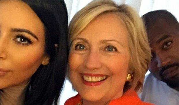 Хиллари Клинтон и Ким Кардашьян сделали совместное селфи