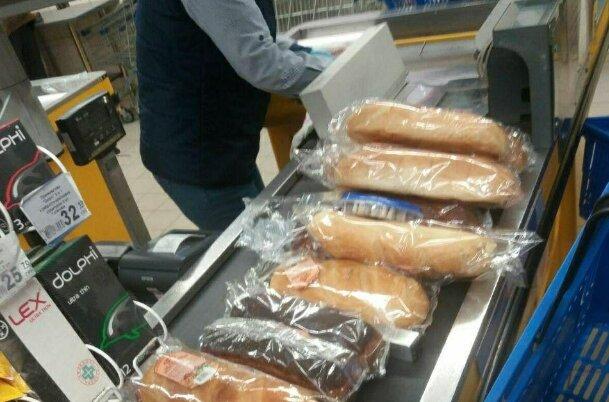 Что делать? Сухари сушить! Украинцы массово запасаются хлебом