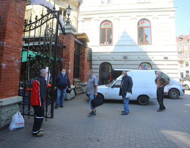 черга на ринок, фото: Андрій Садовий (Фейсбук)