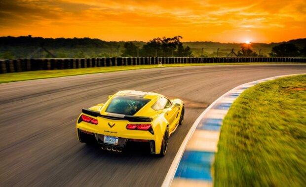 Новенький Corvette, carscoops