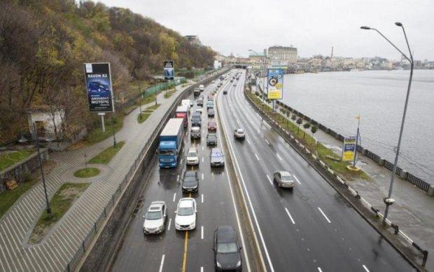 У Києві обмежили рух: яких доріг краще уникати
