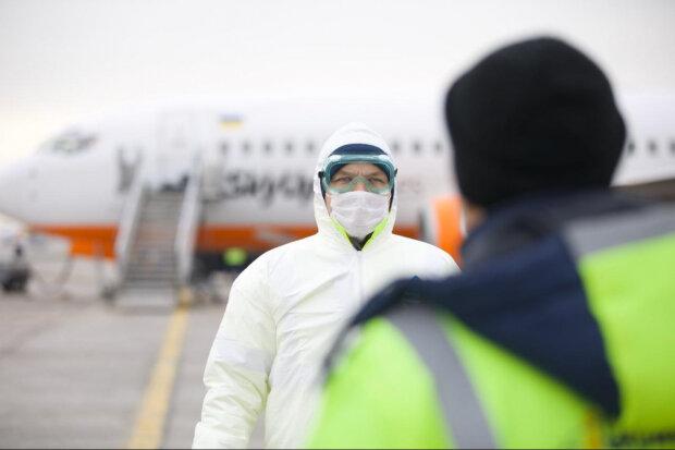 Літак з Уханя у Борисполі, фото: mvs.gov.ua