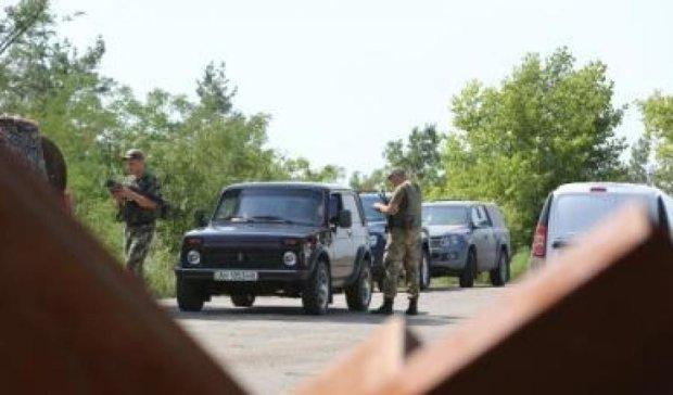 До бойовиків не пустили автівки з їжею та цигарками