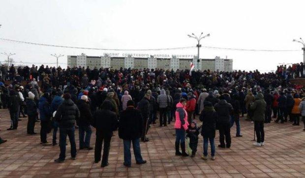 """В сеть попали видео с многотысячных митингов """"белорусских тунеядцев"""""""