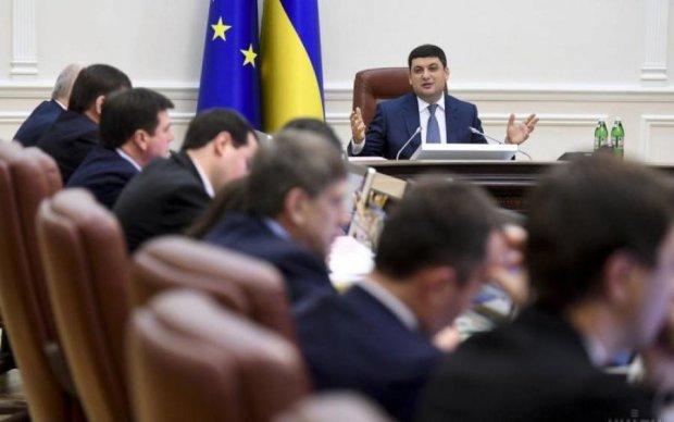 Едят с голой бабы: украинские бизнесмены разгневали общество