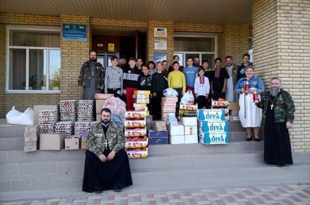 Капелланы УПЦ поздравили военных и жителей прифронтовой зоны